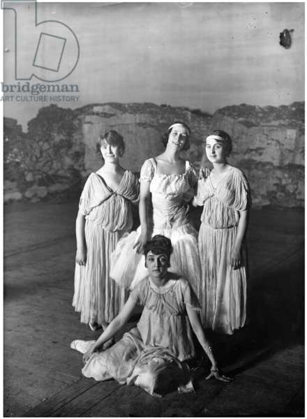 A group of ballet dancers at the Imperial Mariinsky Theatre, with Anna Pavlova in the centre of the back row, 1900 (b/w photo)