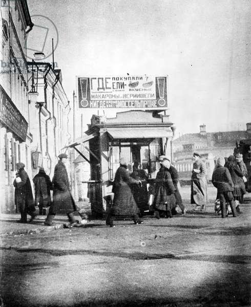 A Mosselprom sales kiosk on the streets of Moscow bearing a rooftop hoarding by the 'advertisement-constructor' partnership of Mayakovsky and Rodchenko, 1926 (b/w photo)