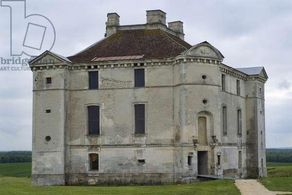 Castle of Maulnes, France (photo)