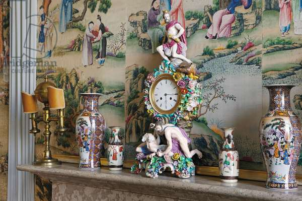 Dresden Clock on the mantlepiece in the Chinese Bedroom (photo)
