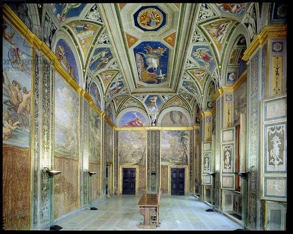 The 'Loggia della Galatea' (Loggia of the Galatea) designed by Baldassarre Peruzzi (1481-1536) Raffaello (1483-1520) and Sebastiano del Piombo (1485-1547) 1506 (photo)