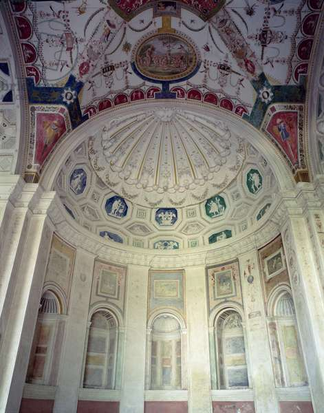 View of the loggia, detail of stucco and fresco vault, designed for Cardinal Giuliano de'Medici (1478-1534) by Giovanni da Udine (1487-1564) 1520-25 (photo)