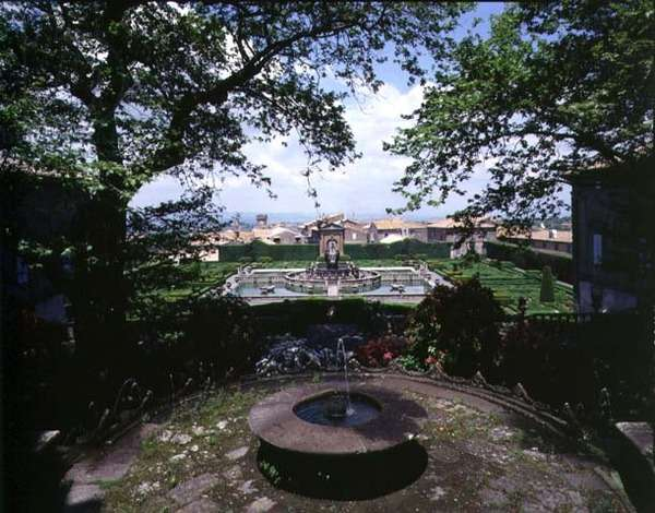 View of the garden and fountains, designed for Cardinal Giovanni Francesco Gambara by Giacamo Vignola (1507-73) 1568 (photo)