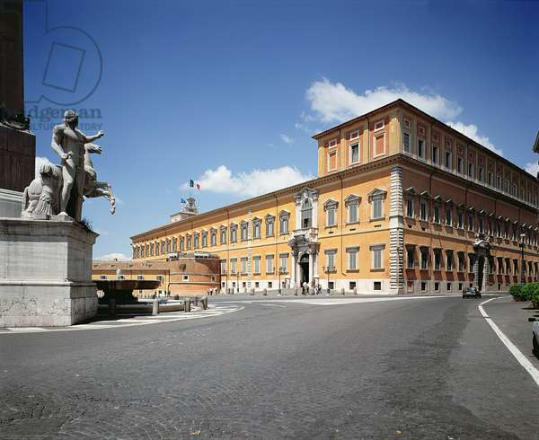 Lateral view of the facade, designed by Domenico Fontana (1543-1607) Carlo Montana (1556-1629) and Bernini (1598-1680)  1589-1635 (photo)