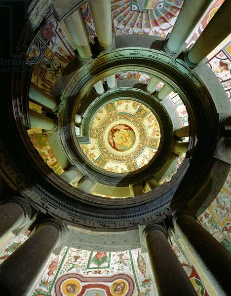 View of the stone spiral staircase looking up towards the ceiling, designed by Jacopo Vignola (1505-73) and his successors, 1557-83 (photo)