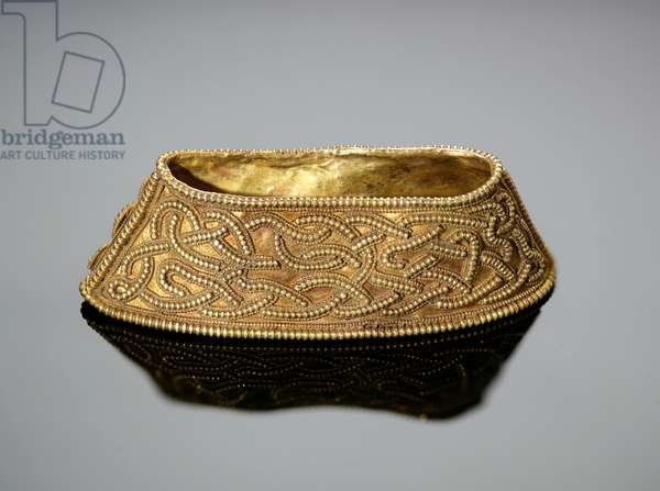 108 [K699 ] Hilt-collar of high form with filigree serpent interlace (gold)