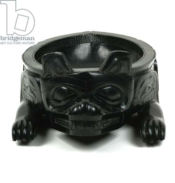 Bowl in the form of a crouching bear (argillite)