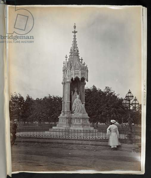 Matthew Noble's Queen Victoria Statue, Bombay (b/w photo)  Photographer: Unknown  Creation Date:  1870s  Albumen print, 225x281mm   Architectural Photography