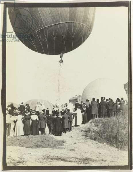 The start of the 1908 Gordon Bennett Balloon Race at the Schmargendorf Gasworks, Berlin, 1908 (b/w photo)