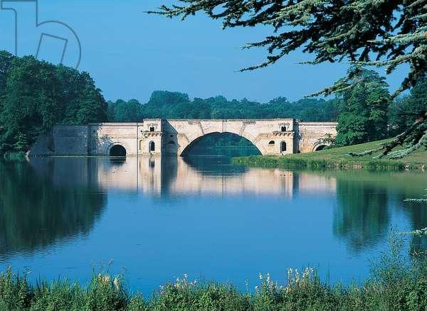 Vanbrugh's Grand Bridge, Blenheim Palace (photo)