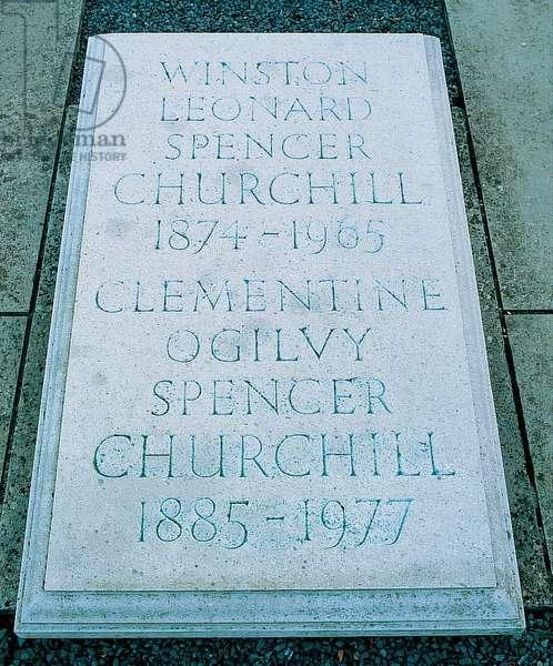 Churchill's grave at Bladon, Oxfordshire (photo)