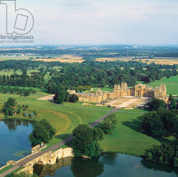 Aerial view of Blenheim Palace (photo)