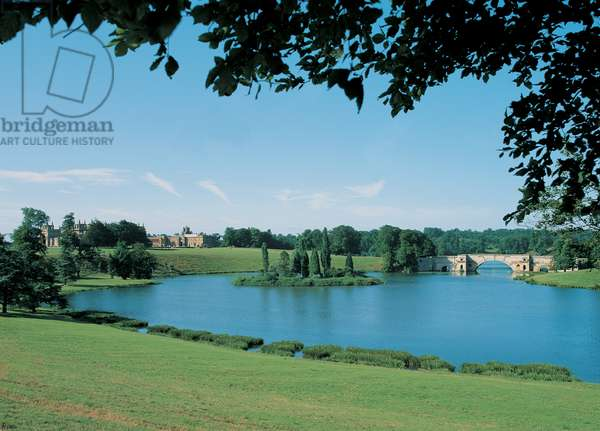 View of Blenheim Palace (photo)