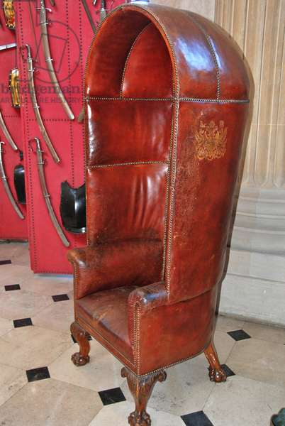 The Porter's Chair with armour screens in the Great Hall, Blenheim Palace (photo)