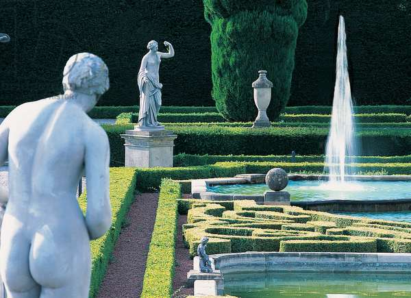 A corner of the Upper Water Terrace at Blenheim Palace (photo)