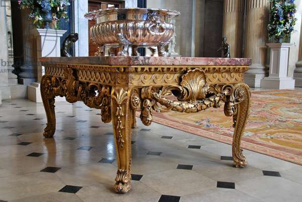 Half table and rug in the Great Hall, Blenheim Palace (photo)