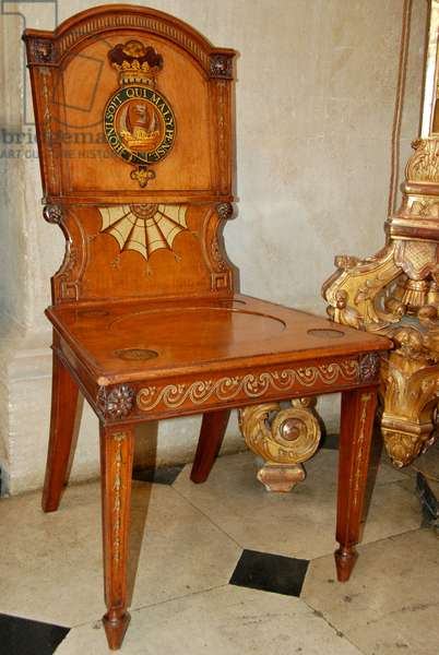 Chair with Garter motto in the Great Hall at Blenheim Palace (photo)