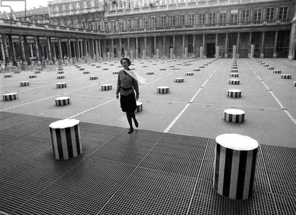 Buren's columns in Paris in 1989 (b/w photo)