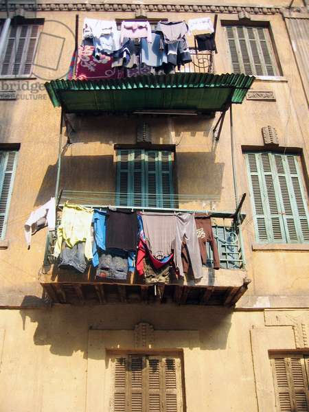 EGYPT - 2006 - Caire- drying linen in windows