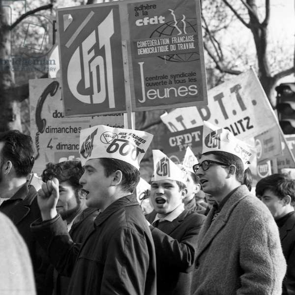 Demonstration of workers in Paris, december 1st, 1967 : CFDT (trade union) (b/w photo)