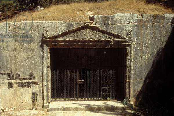 Decorated entrance to the Sanhedrin Cave (photo)