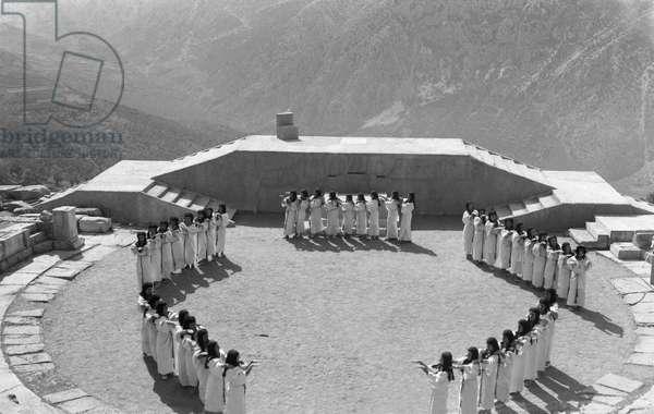 Suppliants, The Delphi Festival, 1930 (b/w photo)