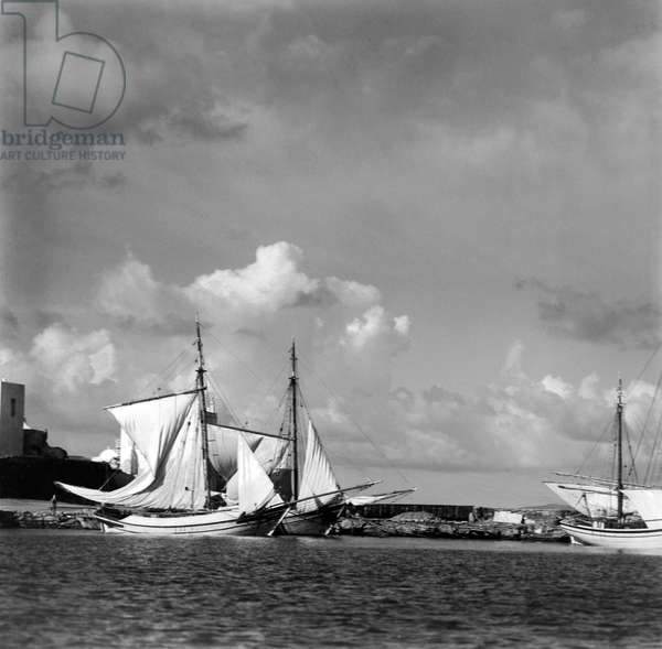 The Harbour of Myconos, c.1925 (b/w photo)