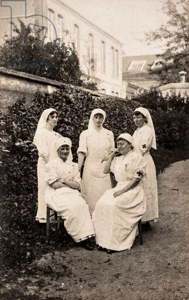 Group Portrait of Nurses in Garden, France, c.1915 (postcard)