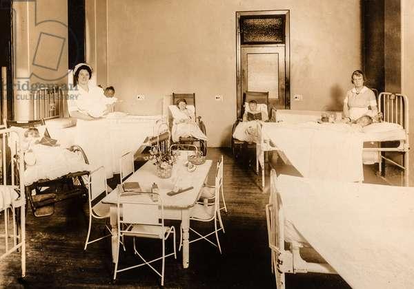 Nurses in Maternity Ward, c.1910 (silver gelatin print)