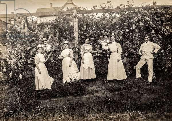 Group Portrait of Nurses in Garden, c.1915 (silver gelatin print)
