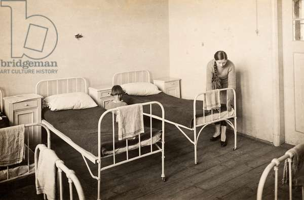 Female Attendants Makes the Bed in Ward, Warsaw, Poland, c.1920 (postcard)