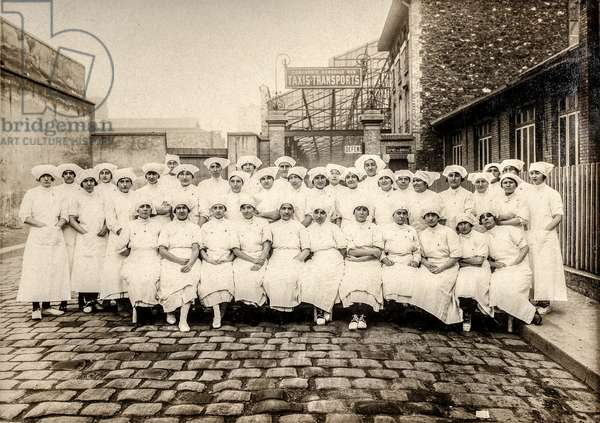 Group of Nurses, France, c.1915 (silver gelatin print)