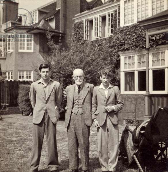 The Psychoanalyst, Sigmund Freud in exile, in London, with two of his grandsons Anton Walter and Lucian, 1938 (b/w photo)
