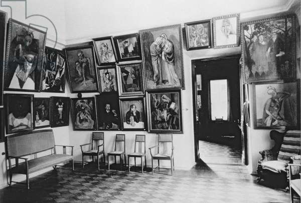 Picasso Room in the Shchukin Gallery, 1914 (b/w photo)