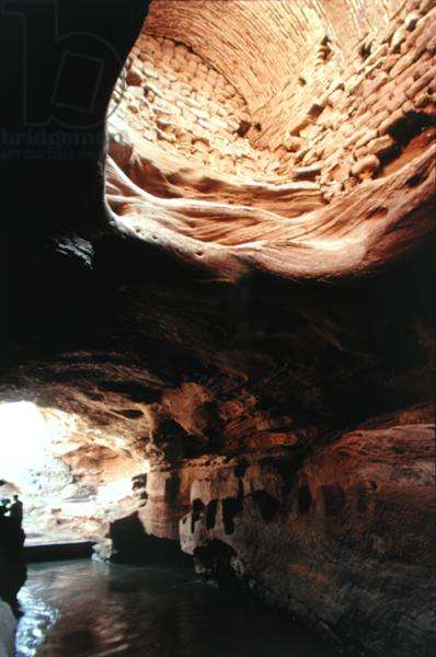 Brick vaulted water tunnels under the city of Shushtar (photo)