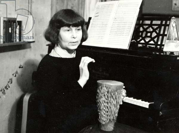 Sofia Gubaidulina playing African drum in Moscow