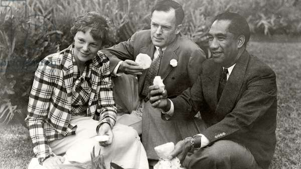 Amelia Earhart, George Putnam and Duke Kahanamoku in Hawaii (b/w photo)