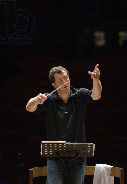 Thomas Adès - British composer and conductor rehearsing with the Northern Sinfonia, Aldeburgh Music Festival, Snape Maltings, Suffolk, UK, June 2007