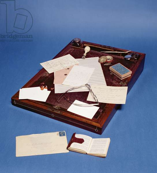 Charlotte Bronte's writing desk (photo)