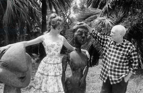 """Pablo Picasso and Brigitte Bardot in Cannes, in villa """"Californie"""", 1956"""