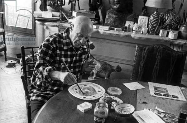 "Pablo Picasso in villa ""Californie"" in Cannes during Cannes festival 1956"