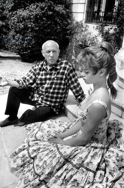 """Brigitte Bardot and Pablo Picasso at villa """"Californie"""" in Cannes during Cannes festival 1956"""