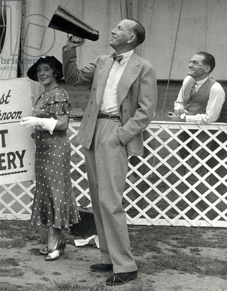 Noel Coward at Regents Park 24th June, 1935 with megaphone