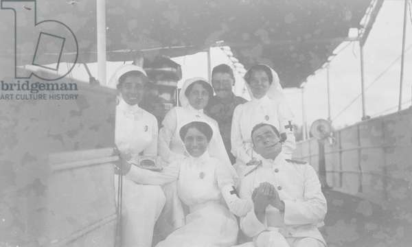 British officers with Indian nurses, 1914 (b/w photo) [1995/076/7/2/13]