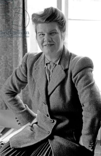Honor Tracy, April 1954 (b/w photo)