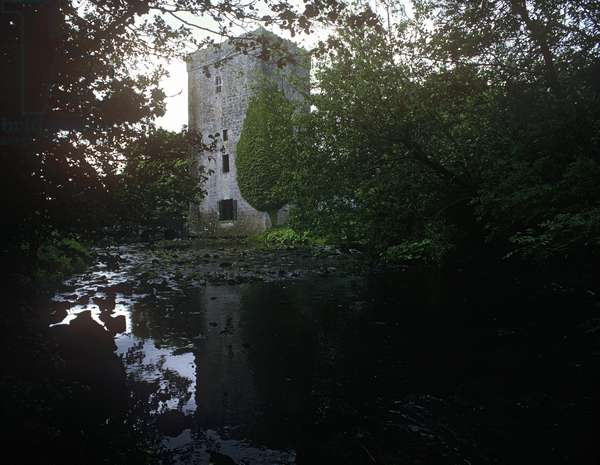 Thoor Ballylee Castle on the Cloon River, Gort, County Galway, Ireland (photo)
