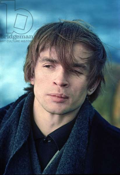 Rudolf Nureyev on vacation at Land's End, Cornwall, England, c.1967 (photo)