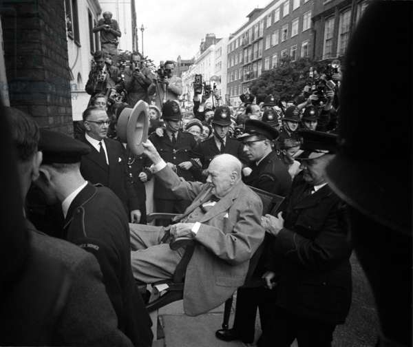 Sir Winston Churchill returns from hospital to his London home, August 1962 (b/w photo)