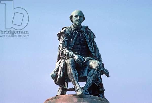 Memorial to Shakespeare in Bancroft Gardens, Stratford-upon-Avon (photo)