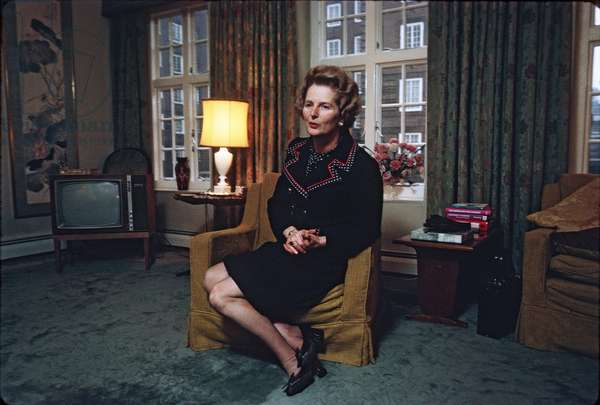 Margaret Thatcher in her London apartment, January 1973 (photo)